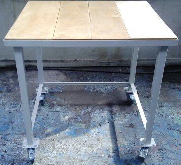 stół 900x900x900  na kółkach